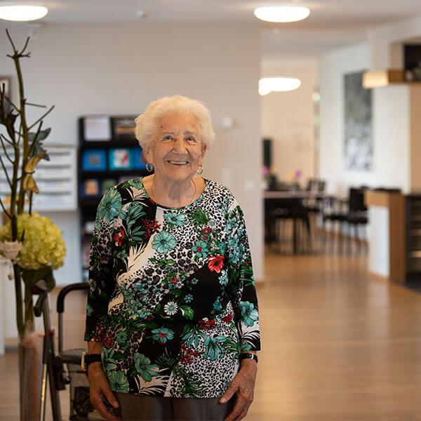 Frau im Pflegeheim Lindenpark